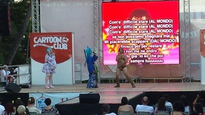 Cosplay un po' particolare di Lamù sul palco 1